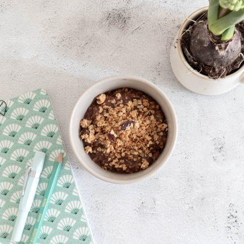 Porridge con mandorle, cacao e cannella